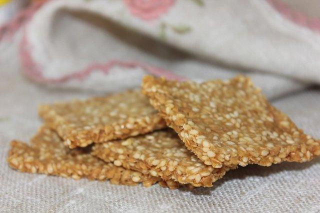 Какой хлеб разрешен при грудном вскармливании: можно ли кормящим мамам булочки с маком, сухари и хлебцы?