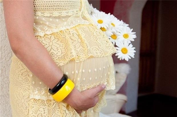 Признаки беременности после переноса эмбрионов, полученных с помощью эко, развитие плода по неделям и ощущения женщины