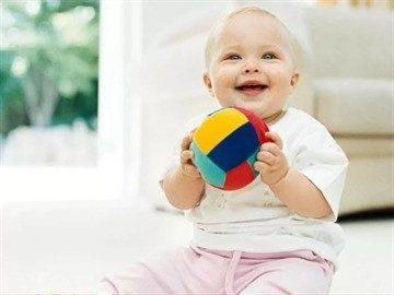 Чем занять малыша в 11 месяцев: развивающие игры и полезные игрушки для ребенка