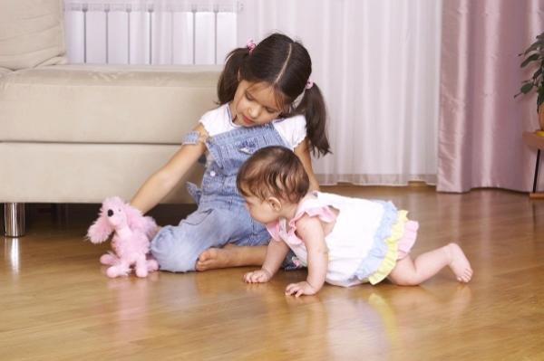 Трудности и проблемы с детьми-погодками: как справиться маме и как воспитывать малышей?