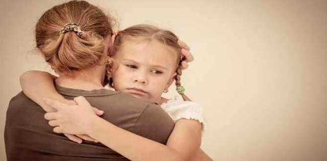 Почему у ребенка может болеть попа, и что делать, если малыш жалуется на неприятные ощущения?