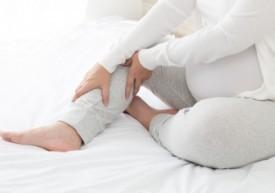 Почему во время беременности сводит ноги по ночам, как избавиться от судорог?