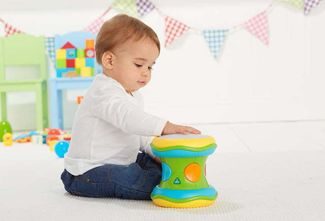 Как развивать ребенка в 7-8 месяцев: какие игры, игрушки и развивающие занятия нужны детям в этом возрасте?