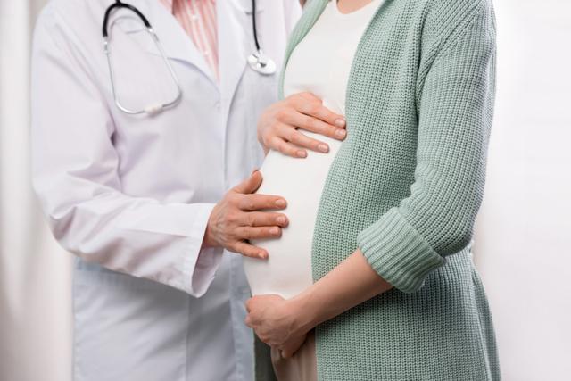 Аскорбиновая кислота в 1, 2 и 3 триместрах беременности: в каких случаях беременным можно ее принимать?