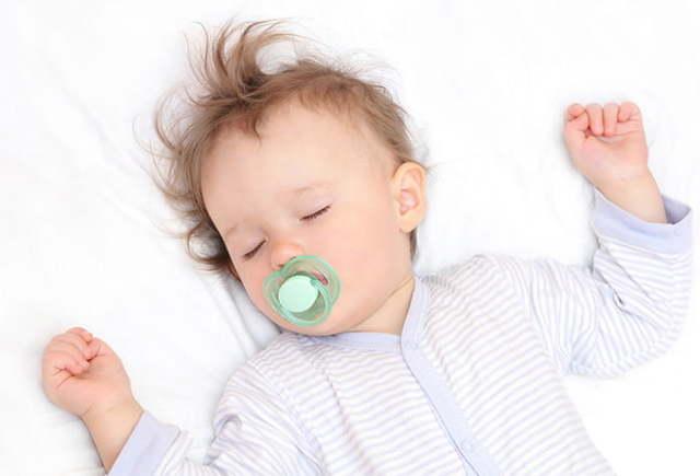 Развитие и питание ребенка в 1 год 4 месяца: составляем режим дня и меню для малыша, учимся говорить с мамой