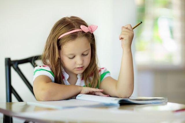 Диктанты без ошибок: как за короткий срок научить ребенка писать красиво, грамотно и быстро?