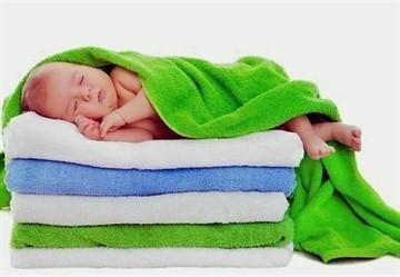 В каких травах можно купать новорожденных: успокаивающие отвары, хвойные экстракты и другие сборы для купания малышей