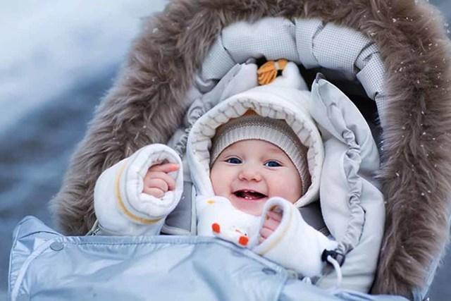 Сколько времени можно гулять с новорожденным после роддома и когда идти на улицу: первая прогулка зимой и летом