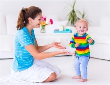 Развитие ребенка в 1 год и 1 месяц: что должен уметь малыш, как с ним играть и чем занять кроху?