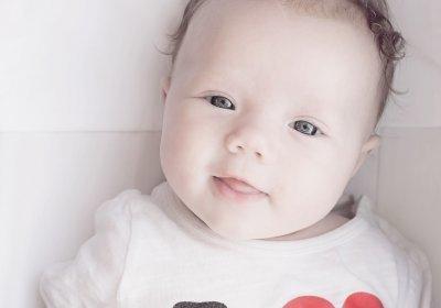 Когда новорожденные дети начинают агукать и гулить, почему малыш может перестать лепетать?