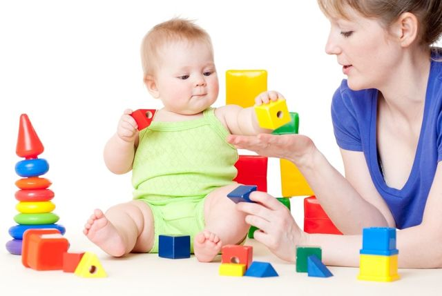 Особенности распорядка дня грудничка по месяцам: таблица с режимом сна и питания ребенка от рождения до года
