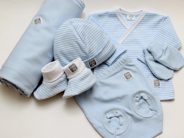В самолет с грудничком: как организовать перелет с новорожденным и с какого возраста покупать билет ребенку?