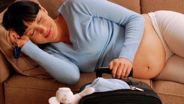 Почему на ранних и поздних сроках беременности постоянно хочется спать и как бороться с сонливостью?