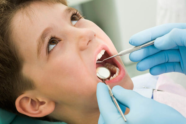 Фторирование молочных и постоянных зубов у детей: фото и описание процедуры