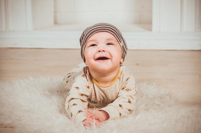 Как правильно собрать кал на анализ у грудничка и ребенка от года, и сколько его нужно для разных видов исследования?