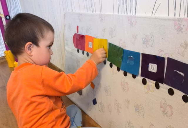 Как научить ребенка различать цвета в 2-3 года: игровые методики обучения и советы родителям