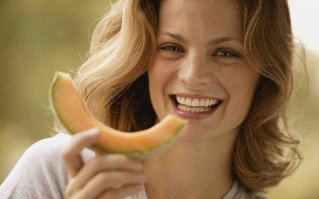 Можно ли кормящей маме кушать дыню: все