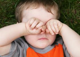 Как быстро вылечить конъюнктивит у детей в домашних условиях: аптечные капли и народные средства