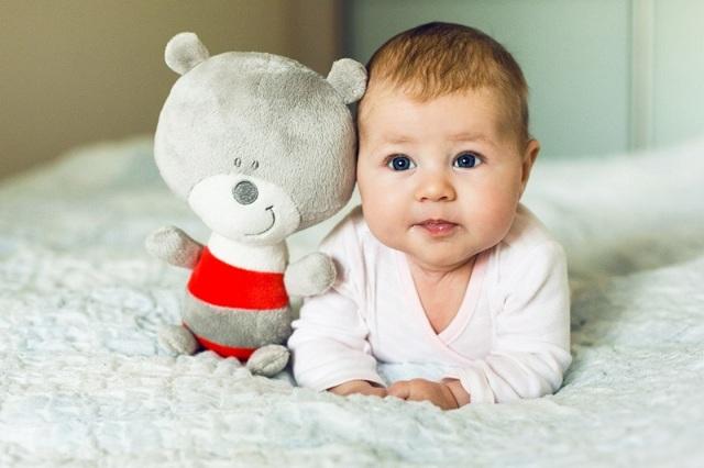 Режим дня и питания ребенка в 6 месяцев по часам: распорядок малыша на грудном и искусственном вскармливании