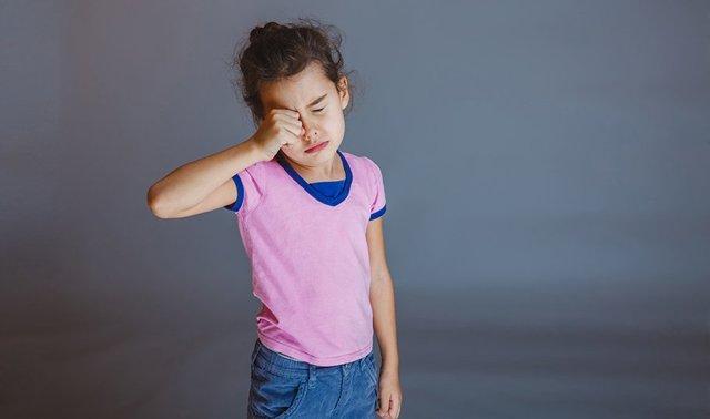 Почему ребенок может жаловаться на боль в глазах и что делать при таком симптоме?