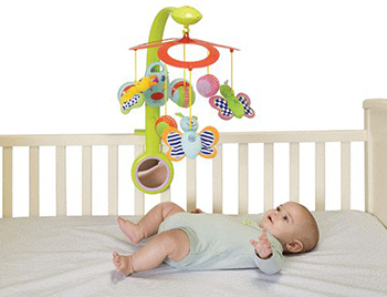 Как развивать новорожденного ребенка в 1 месяц: какие игры, занятия и игрушки нужны малышу?
