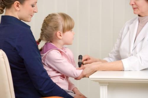 Что делать родителям при нервных тиках у ребенка: причины, симптомы и лечение
