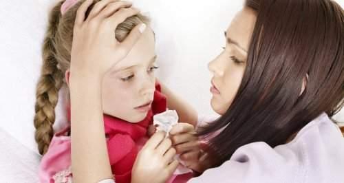 Как лечить горловой (гортанный) кашель у ребенка: медикаментозные и народные средства