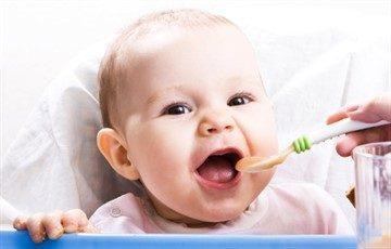 Меню ребенка 6-ти месяцев: рацион питания на каждый день в таблицах при искусственном и грудном вскармливании