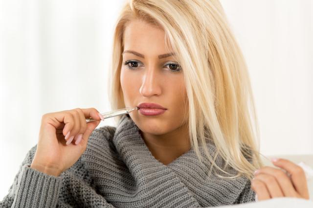 Почему во время беременности на ранних и поздних сроках может появиться озноб, как с ним справиться?