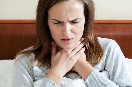 Особенности лечения ангины и тонзиллита при грудном вскармливании: прием антибиотиков и кормление грудью в период болезни