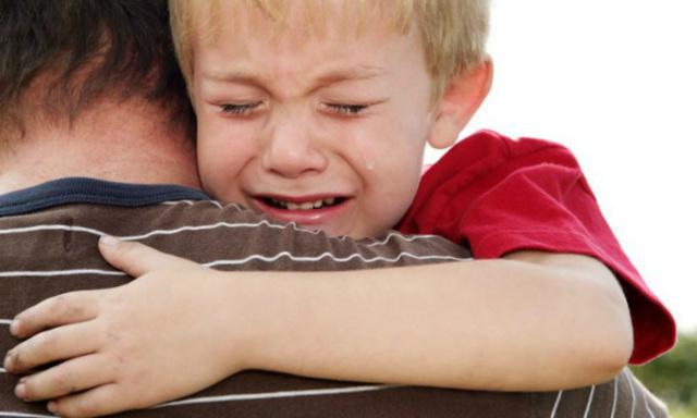 Почему у ребенка болят яички при прикосновении: причины дискомфорта, симптомы и лечение мальчика