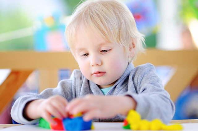 Распорядок дня ребенка в 3-4 года по часам: таблица с режимом сна и питания малыша