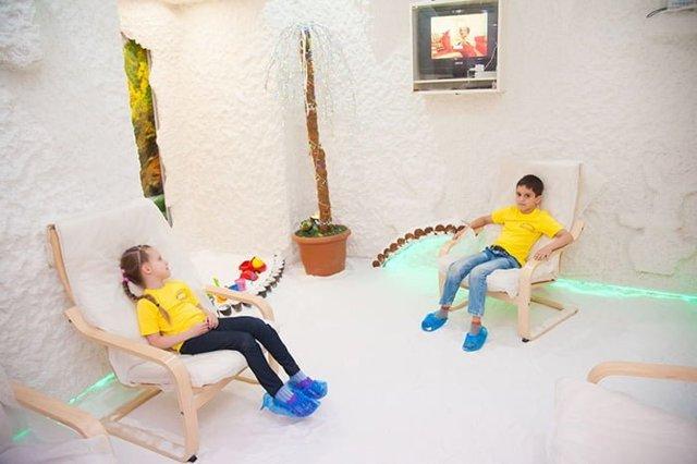 Польза и вред соляной комнаты для детей, показания и противопоказания к посещению спелеокамеры