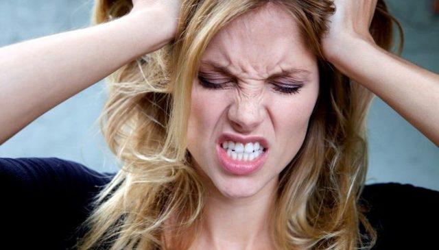 Грудь болит и тест отрицательный, а месячных нет: почему возникает задержка менструального цикла, что делать?