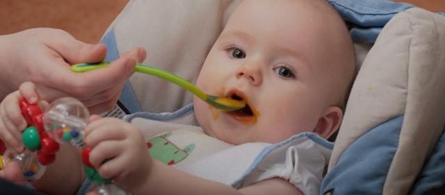 Режим дня и питания ребенка в 5 месяцев на грудном и искусственном вскармливании: распорядок по часам