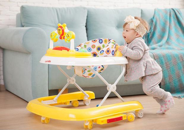 Нужны ли ходунки для ребенка: с какого возраста можно сажать детей в тренажер, польза и вред от покупки