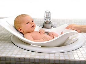 Как правильно купать ребенка в первый раз: видео-урок и советы о купании новорожденного малыша дома
